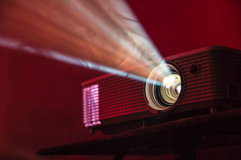 Image of a projector in a courtroom